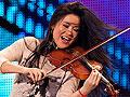 女提琴家奔放拉琴不穿内衣 拍裸照疑露点