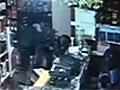 监控实拍西宁三抢娃挟持人质暴力袭警