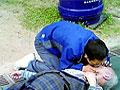 七旬翁厕所晕倒呕吐街坊人工呼吸接力施救