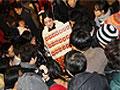 金陵十三钗女主角变身散银女惊现上海南京路