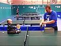 英国18个月大婴儿打乒乓球视频走红网络