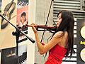 巴黎卢浮宫地铁站卖艺者小提琴演奏卡农