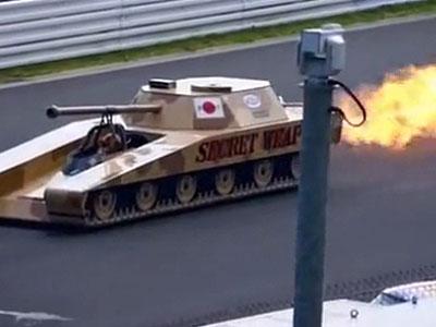 阅兵式上坦克表演喷火绝技震撼全场