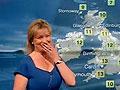BBC天气预报女主播傻笑hold不住