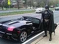 美富豪开兰博基尼扮蝙蝠侠在医院行善