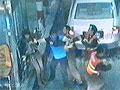3人持刀逼退收费员使货车顺利闯关