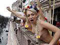 乌克兰裸女抗议欧洲杯让乌变成妓院