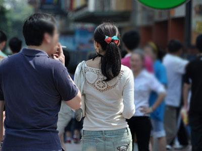 实拍男子约见女网友等来她老公被暴打