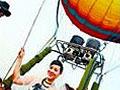 激情男女乘坐热气球举行空中婚礼