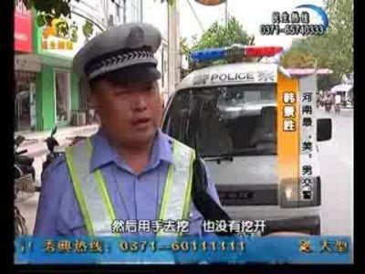 """新浪河南与民生频道联合探访河南""""最帅""""男交警"""