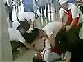 郑州高校餐厅因生意起摩擦男女员工群殴
