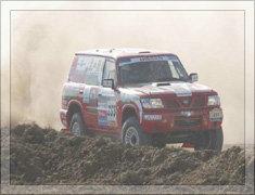 2004年卢宁军驾驶途乐战车参赛