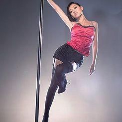 舞台下的钢管舞女孩