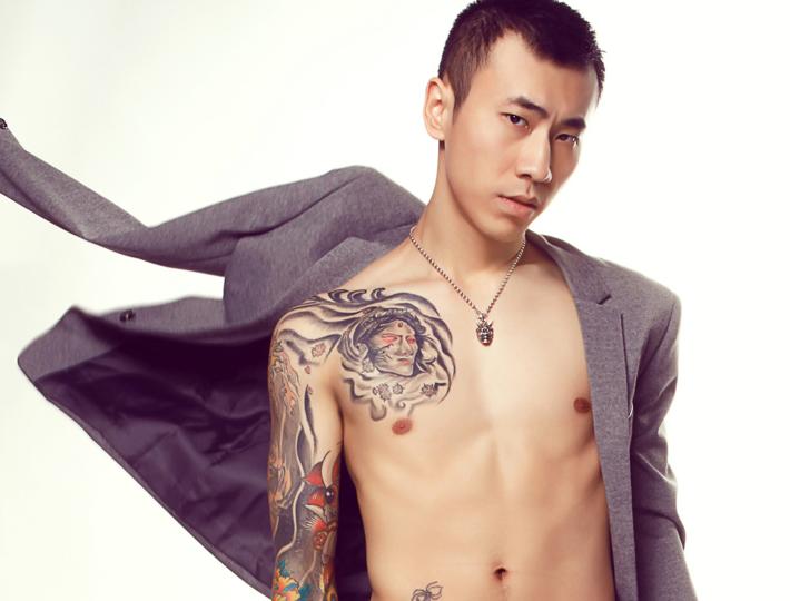 有纹身的男生qq头像霸气冷酷