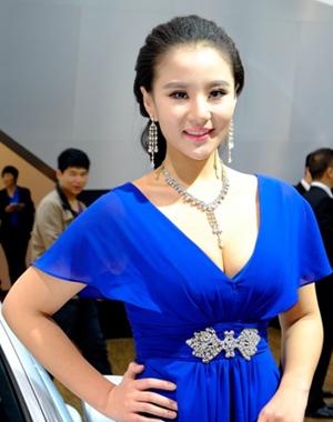 蓝衣乳神 降临2013郑州国际车展
