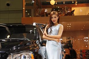 郑州国际车展各展台美女车模大搜罗