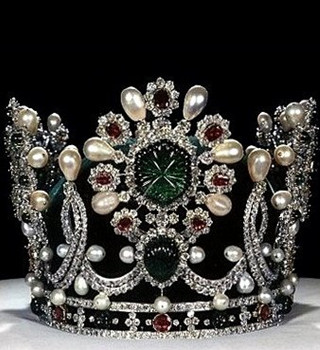 优雅权贵 5位皇室女人的传世冠冕