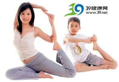 亲子瑜伽是指适合儿童与家长共同参与的体位法和游