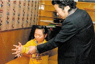 郑州美女体验催眠术过程
