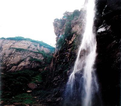 宝泉景区位于河南省新乡辉县市西四十公里处的峪河出山口,高清图片