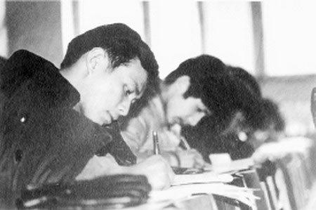 资料图片:1977年高考考场