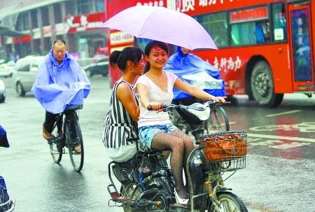 气象部门首次建议--暴雨成灾 应停课停业