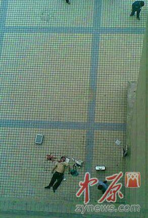 郑州轻工业学院一男子从12楼跳下落在5楼阳台