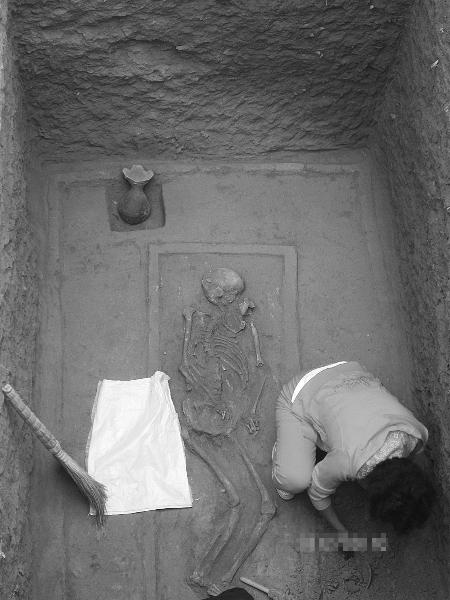 三门峡发掘战国早期墓葬群