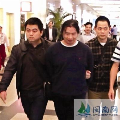 贺某利(中)已因涉嫌故意伤害罪被批捕