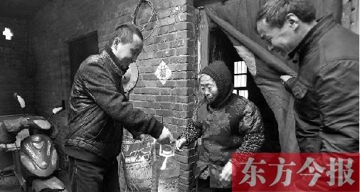 懂得感恩 父亲去世后他把村里65岁以上老人当亲人