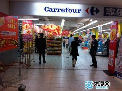 家乐福超市二楼入口处