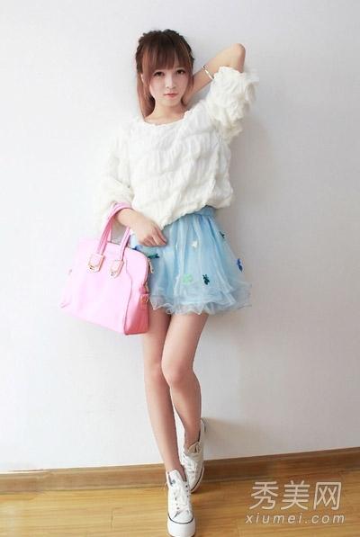 白色帆布鞋的搭配青春而甜美