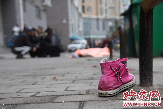 郑州12岁女孩坠楼身亡 死因成谜。