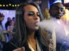 美女抽大麻过瘾
