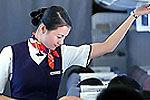 飞机遇重度颠簸时空姐可要求被乘客抱紧
