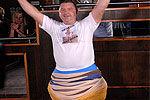 英国男子穿302条内裤欲冲击世界纪录
