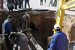 实拍宁夏固原路面大面积塌陷多人陷深坑