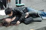色狼强吻女子被咬伤舌头勒索钱财被捕