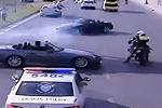 实拍两部跑车在警车前疯狂漂移挑衅警察