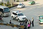 村民跪拦人大代表视察车辆被拘留