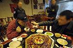 小偷吃火锅交流盗窃心得被邻桌警察抓获