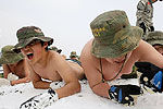 实拍儿童雪中赤膊含泪严酷训练