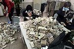 男子存16.2万零钱 3人清点需半个月