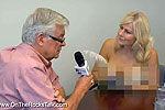 实拍主持裸胸采访