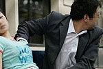 实拍老汉公交站脱裤猥亵女孩被警察抓现行