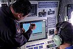 实拍南海救115船员用夜视仪搜寻失联客机