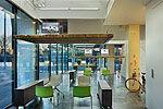 荷兰一公司下班办公桌升空 不让员工加班
