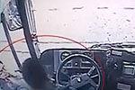 监拍男子与公交司机冲突 掏辣椒水狂喷