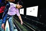 北京地铁2号线一女子掉下站台 被卷入车底