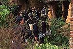 广东700警力荷枪实弹搜山围捕杀警毒贩